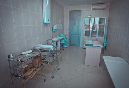 Медсестра Использует Кушетку Не По Назначению